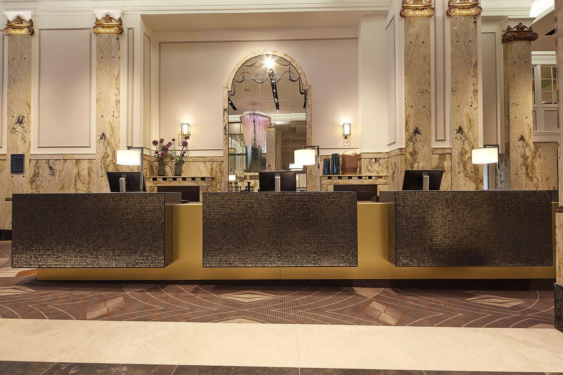 reichshof curio collection by hilton hh joi design innenarchitekten. Black Bedroom Furniture Sets. Home Design Ideas