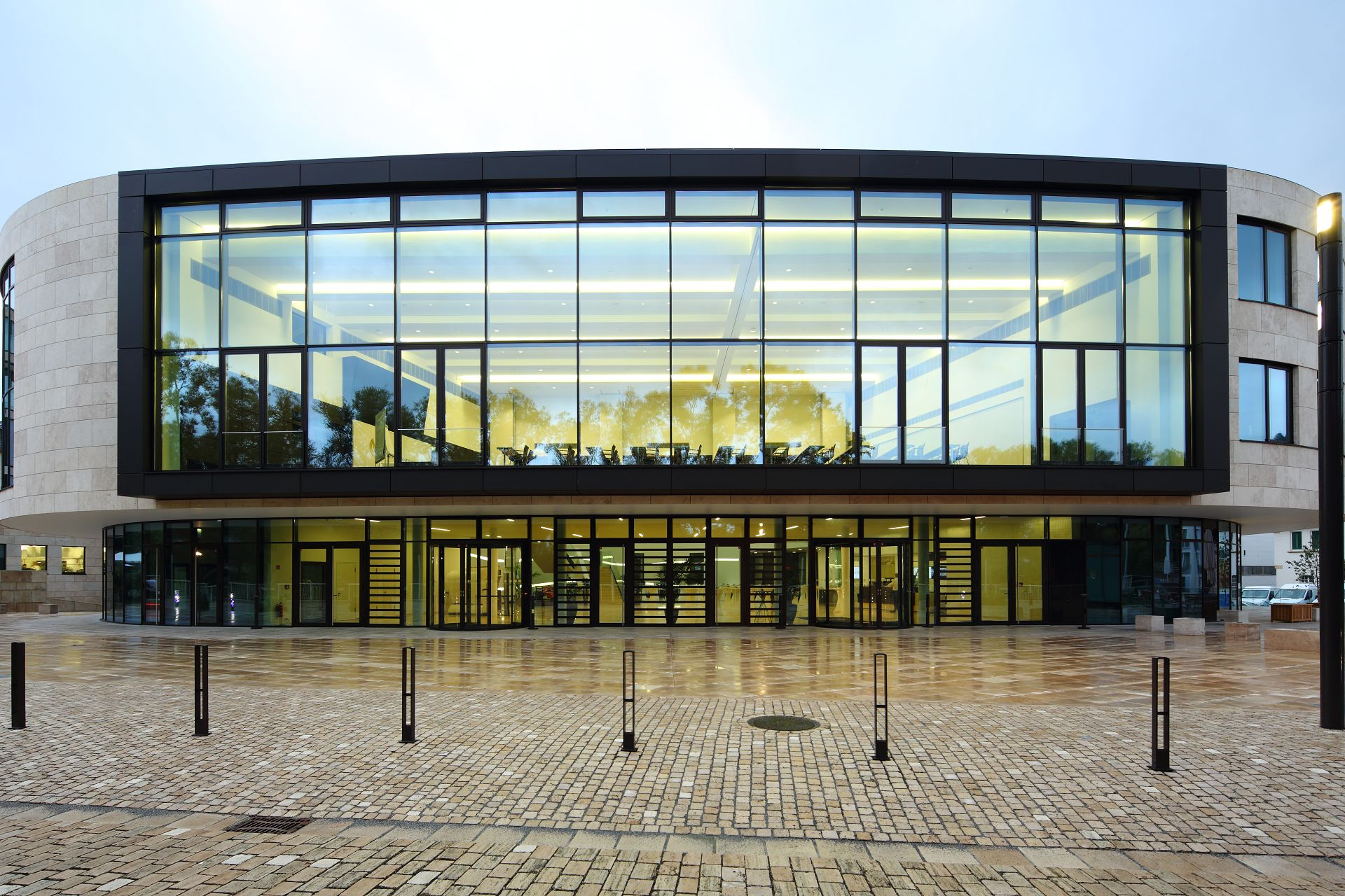 Die Außenfassade DVAG Holding Marburg