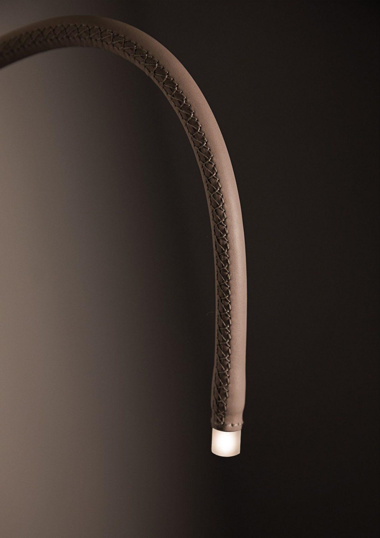 Leselampe Leath von MLE. Entwurf von JOI-Design