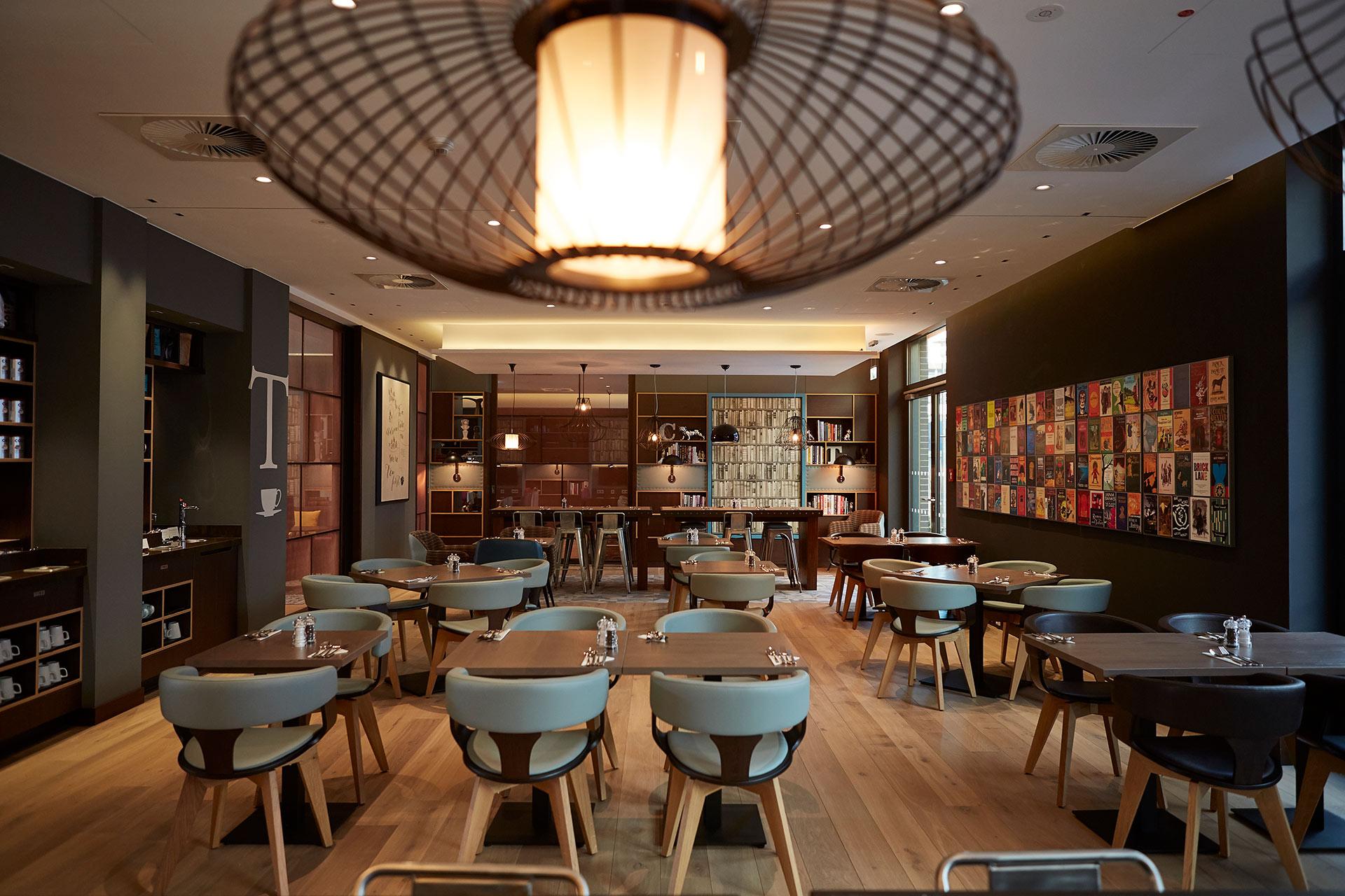 Das Restaurant im Hotel Premier Inn in Frankfurt. Entworfen von JOI-Design