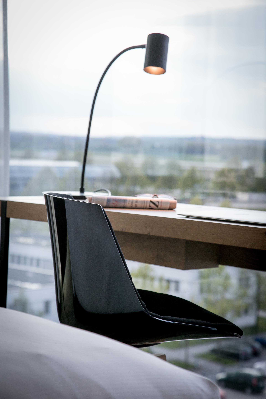 Der Schreibtisch im Zimmer des Hotel Hilton Munich Airport