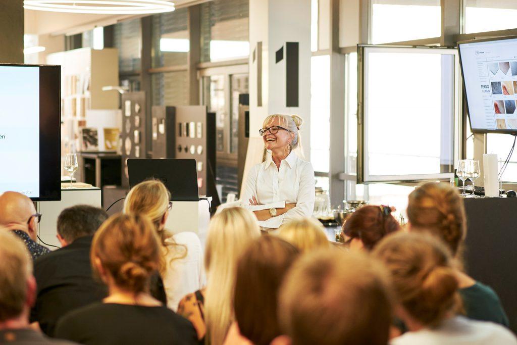 Corinna Kretschmar-Joehnk hält einen Vortrag bei Pergo