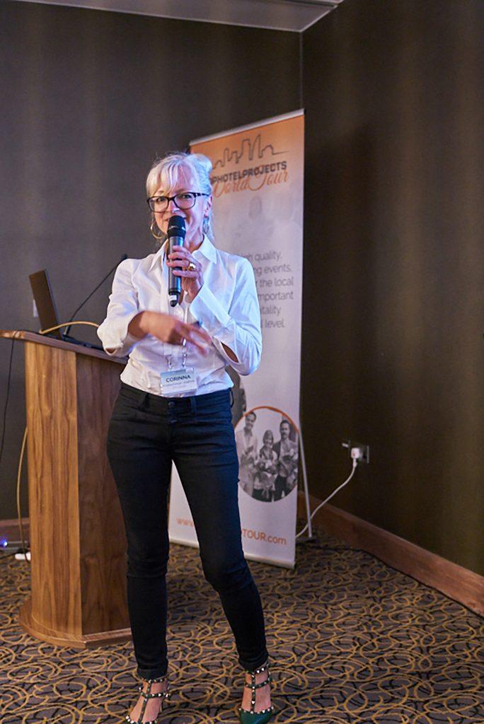 Corinna Kretschmar-Joehnk hält einen Vortrag bei der Tophotelprojects World Tour 2017