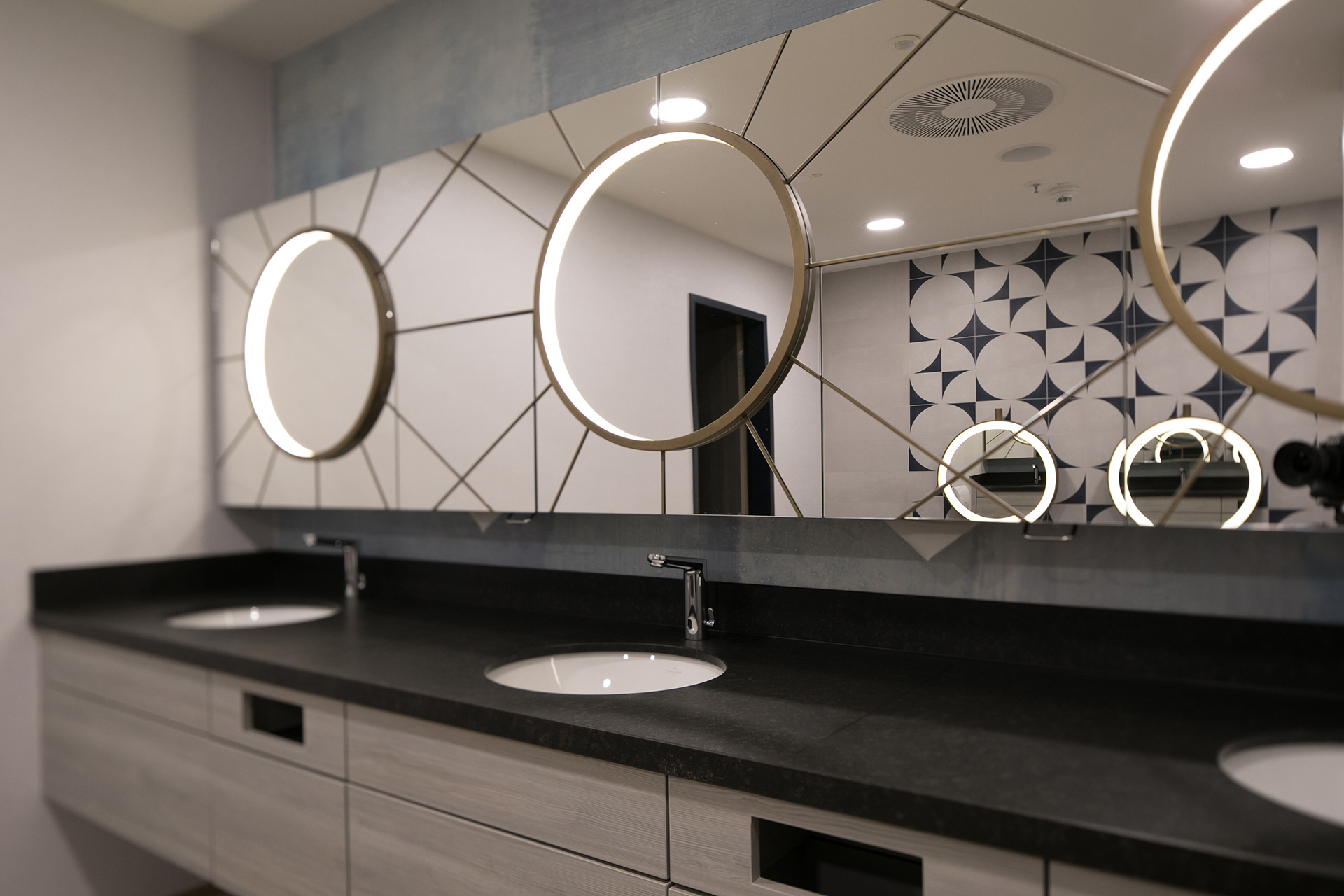 Öffentlichen Toiletten im Hyatt Place Frankfurt