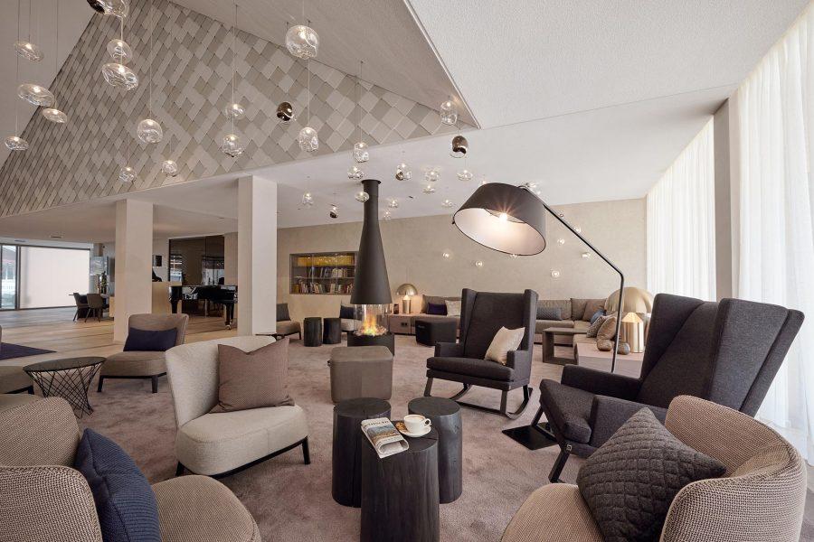 Die Lobby im Hotel Der Öschberghof in Donaueschingen. Entworfen von JOI-Design.