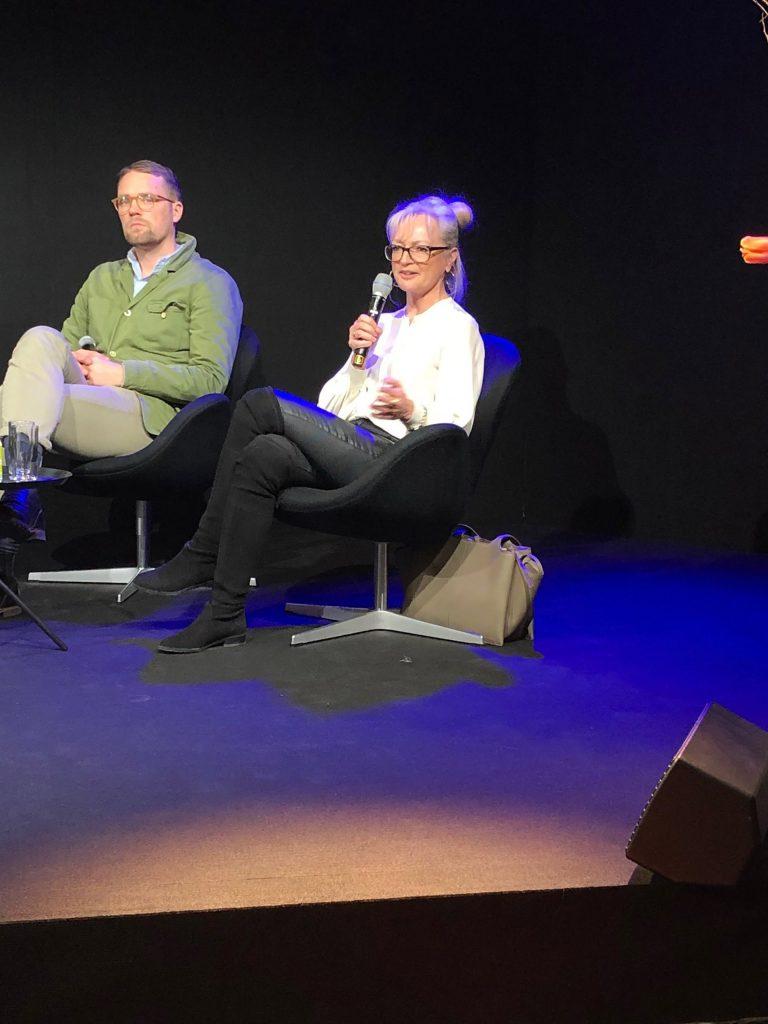 Corinna Kretschmar-Joehnk nimmt auf der Heimtextil an ein einer Diskussionsrunde teil
